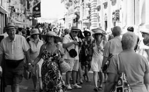 Gruppo di turisti a La Valletta per le strade della capitale.